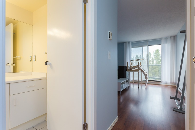 "Photo 11: 706 7040 GRANVILLE Avenue in Richmond: Brighouse South Condo for sale in ""PANORAMA PLACE"" : MLS(r) # R2003061"