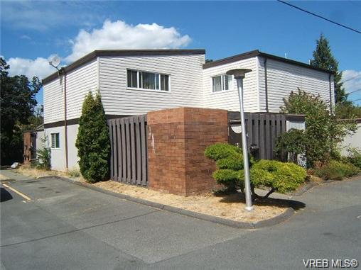Photo 1: 130 984 Dunford Avenue in VICTORIA: La Langford Proper Townhouse for sale (Langford)  : MLS® # 361292