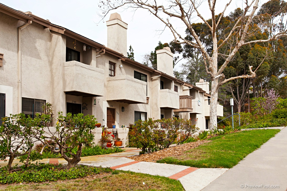 Photo 2: CLAIREMONT Townhome for sale : 1 bedrooms : 2740 ARIANE DRIVE #160 in San Diego