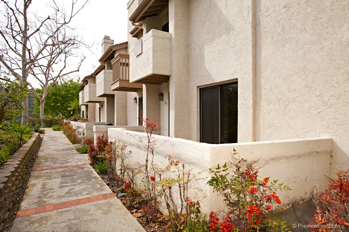 Photo 5: CLAIREMONT Townhome for sale : 1 bedrooms : 2740 ARIANE DRIVE #160 in San Diego