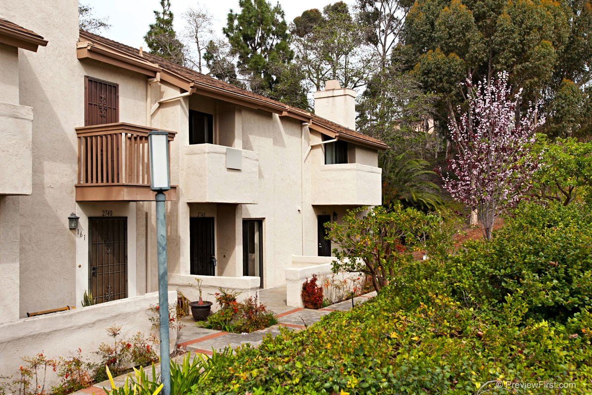 Photo 3: CLAIREMONT Townhome for sale : 1 bedrooms : 2740 ARIANE DRIVE #160 in San Diego
