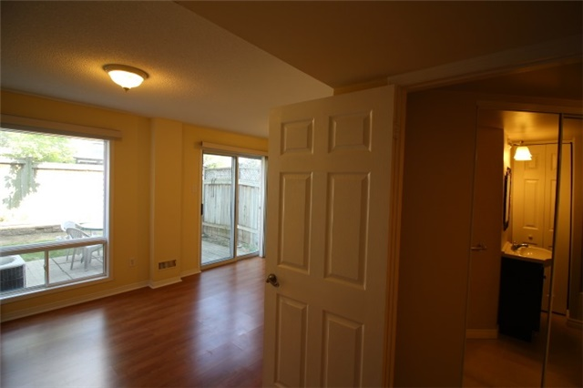 Photo 6: 119 2945 Thomas Street in Mississauga: Central Erin Mills Condo for sale : MLS® # W3591593