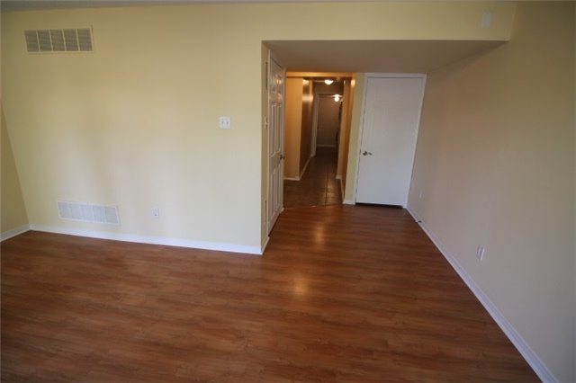 Photo 8: 119 2945 Thomas Street in Mississauga: Central Erin Mills Condo for sale : MLS(r) # W3591593