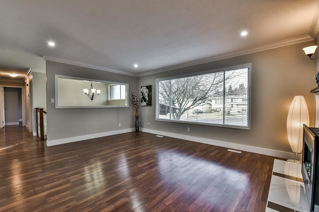 Photo 3: 32294 CORDOVA Avenue in Abbotsford: Abbotsford West House for sale : MLS(r) # R2135374