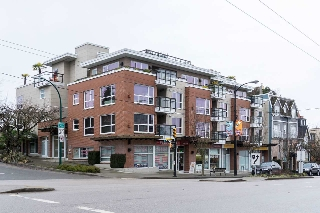 "Main Photo: 308 3611 W 18TH Avenue in Vancouver: Dunbar Condo for sale in ""Pariz On Dunbar"" (Vancouver West)  : MLS(r) # R2141864"