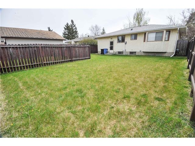 Photo 3: 224 PINEMILL RD NE in Calgary: Pineridge House for sale : MLS® # C4115594