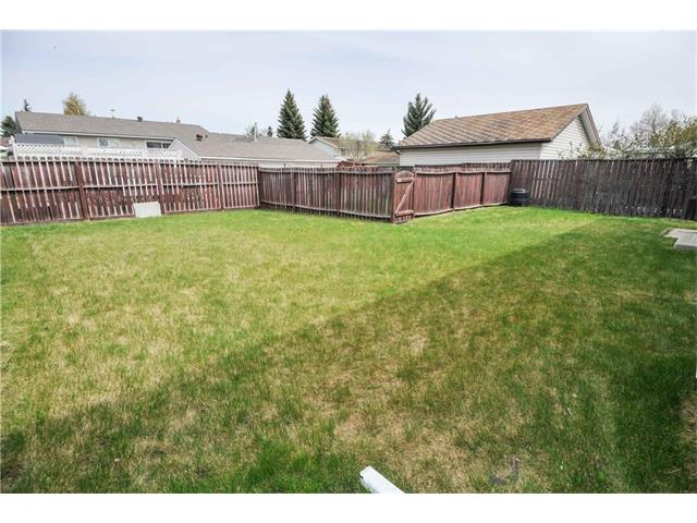 Photo 2: 224 PINEMILL RD NE in Calgary: Pineridge House for sale : MLS® # C4115594