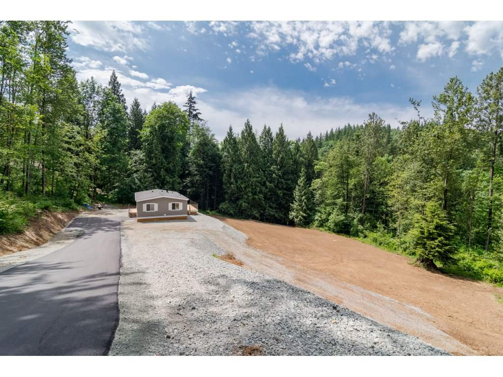 Main Photo: 5233 WILLET Road in Abbotsford: Sumas Mountain Manufactured Home for sale : MLS(r) # R2175614
