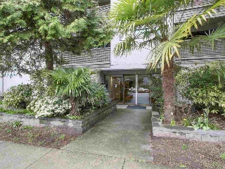 Main Photo: 107 423 AGNES STREET in New Westminster: Downtown NW Condo for sale : MLS® # R2154781