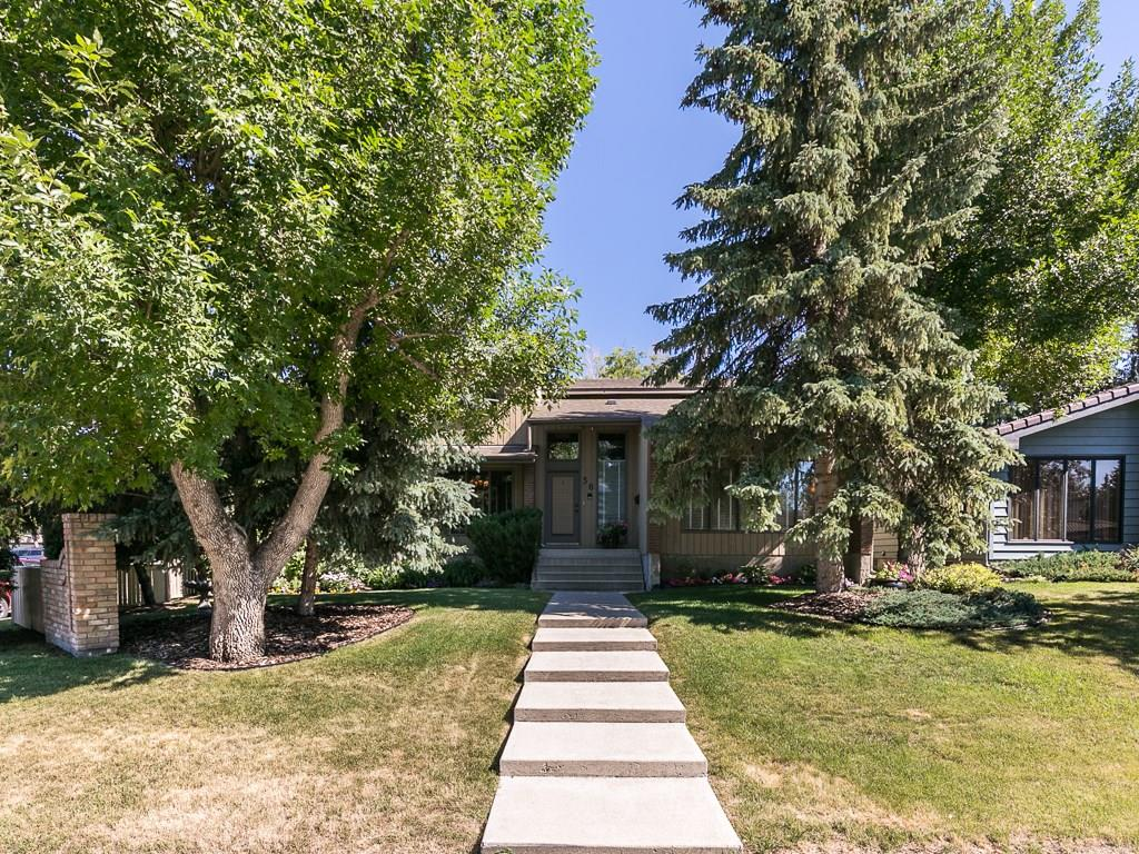 Main Photo: 36 PUMP HILL Mews SW in Calgary: Pump Hill House for sale : MLS® # C4128756