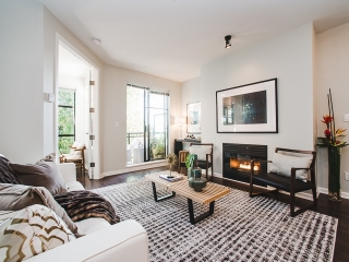 "Main Photo: 412 2065 W 12TH Avenue in Vancouver: Kitsilano Condo for sale in ""THE SYDNEY"" (Vancouver West)  : MLS® # R2196894"