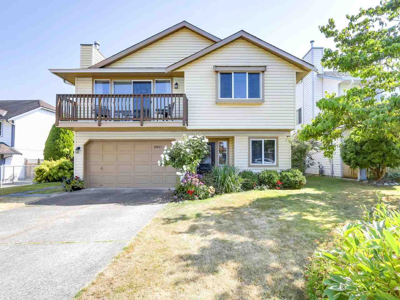 Main Photo: 8960 213 Street in Langley: Walnut Grove House for sale : MLS® # R2201499