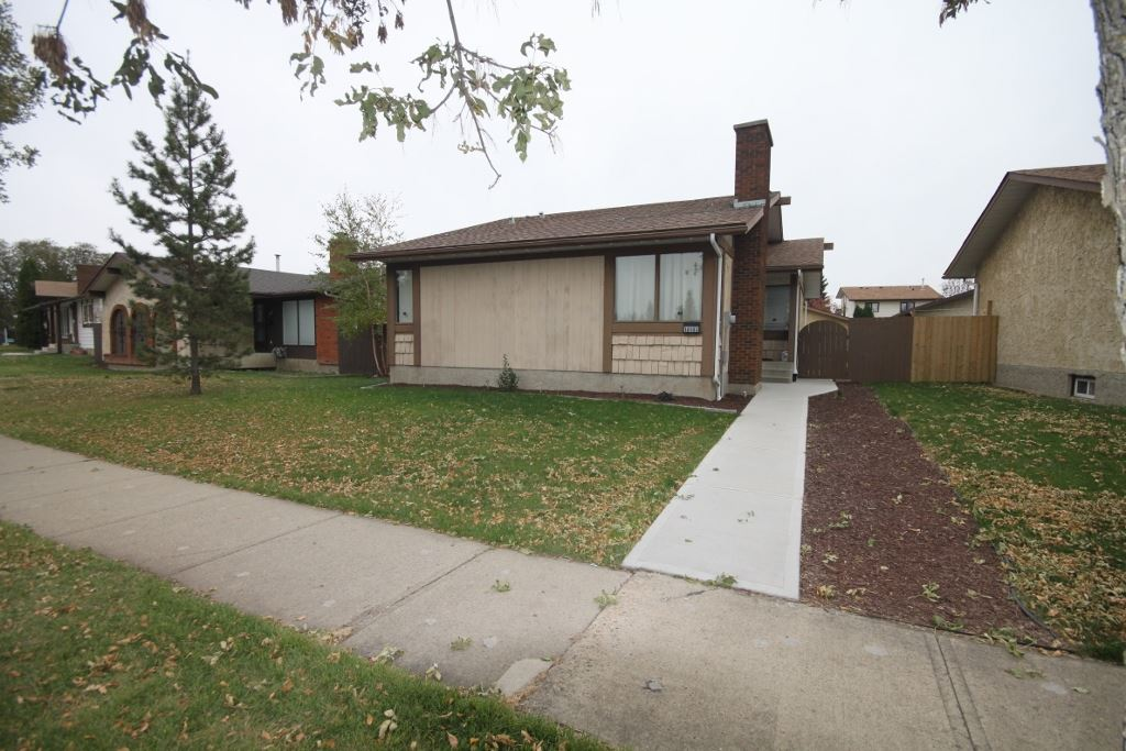 Main Photo: 10103 172 Avenue in Edmonton: Zone 27 House for sale : MLS® # E4085108