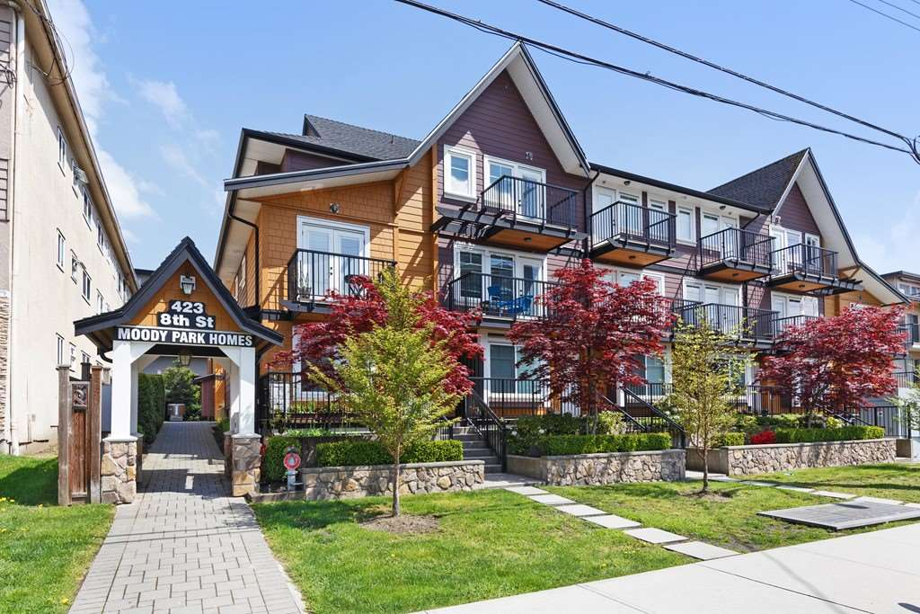 "Main Photo: 102 423 EIGHTH Street in New Westminster: Uptown NW Townhouse for sale in ""MOODY PARK HOMES"" : MLS®# R2263373"