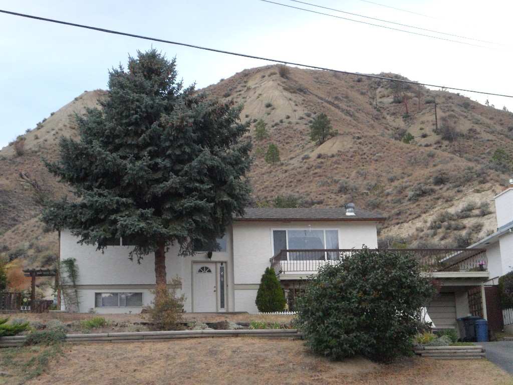 Main Photo: 877 Woodhaven Drive in Kamloops: Westsyde House for sale