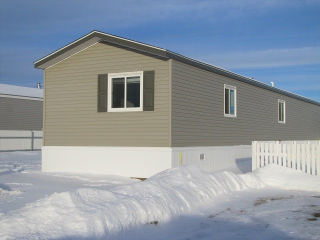 "Main Photo: 75 9207 82ND Street in Fort St. John: Fort St. John - City SE Manufactured Home for sale in ""SOUTHRIDGE MOBILE HOME PARK"" (Fort St. John (Zone 60))  : MLS® # N232357"