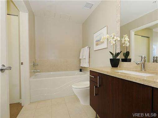 Photo 5: 504 379 Tyee Road in VICTORIA: VW Victoria West Condo Apartment for sale (Victoria West)  : MLS® # 334069