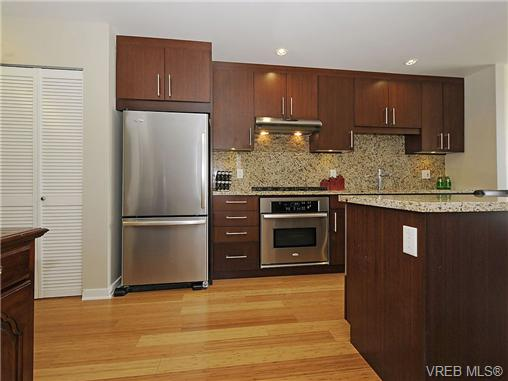 Photo 3: 504 379 Tyee Road in VICTORIA: VW Victoria West Condo Apartment for sale (Victoria West)  : MLS® # 334069