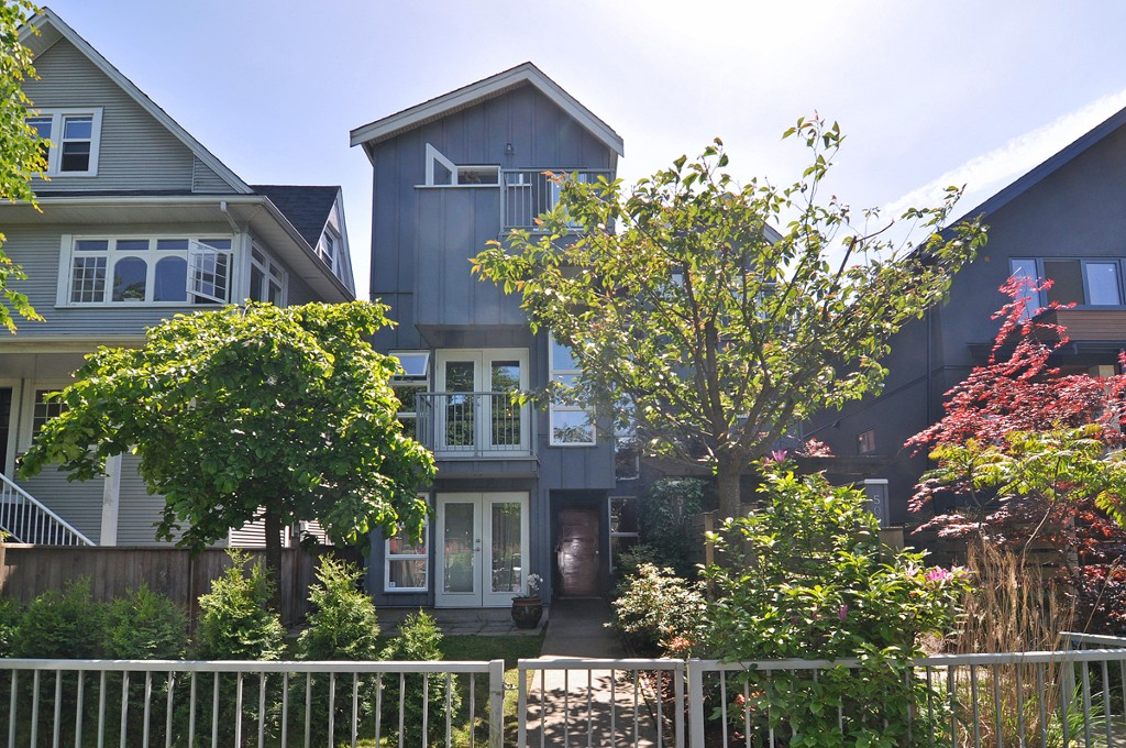 Main Photo: 510 E 7TH Avenue in Vancouver: Mount Pleasant VE House 1/2 Duplex for sale (Vancouver East)  : MLS(r) # V1064952