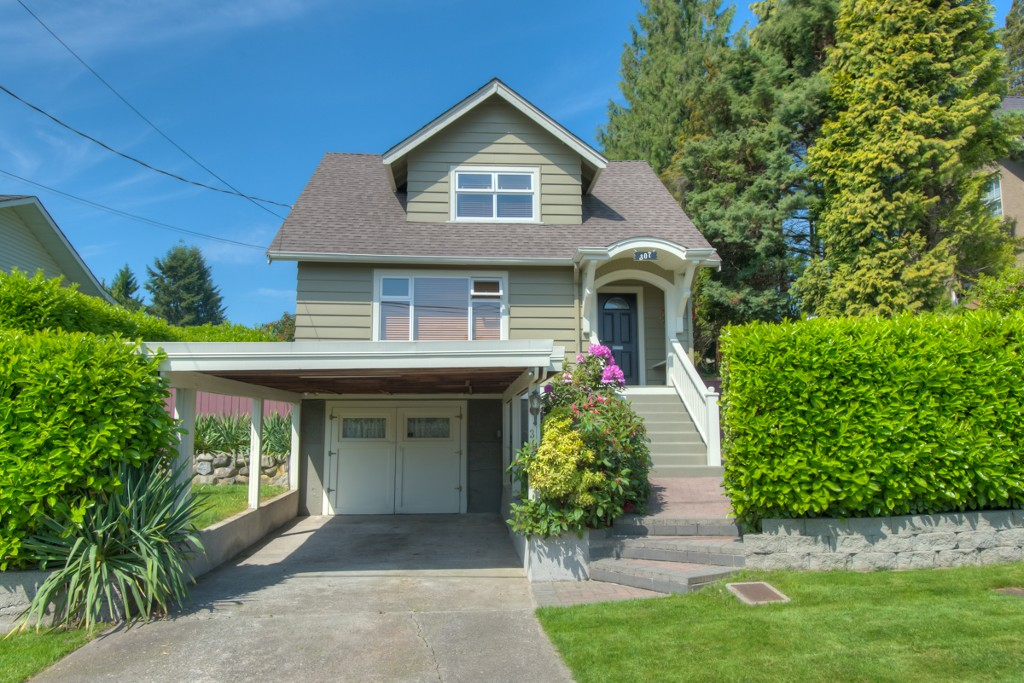"Main Photo: 307 ARCHER Street in New Westminster: The Heights NW House for sale in ""THE HEIGHTS"" : MLS(r) # V1124661"