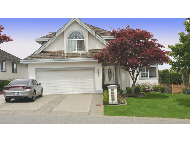 FEATURED LISTING: 31475 RIDGEVIEW Drive Abbotsford