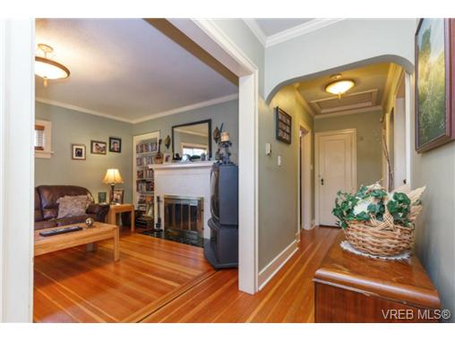 Photo 3: 1024 Bay Street in VICTORIA: Vi Hillside Single Family Detached for sale (Victoria)  : MLS(r) # 367052