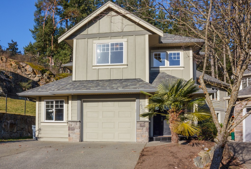 Main Photo: 2100 Longspur Drive in VICTORIA: La Bear Mountain Single Family Detached for sale (Langford)  : MLS® # 374192