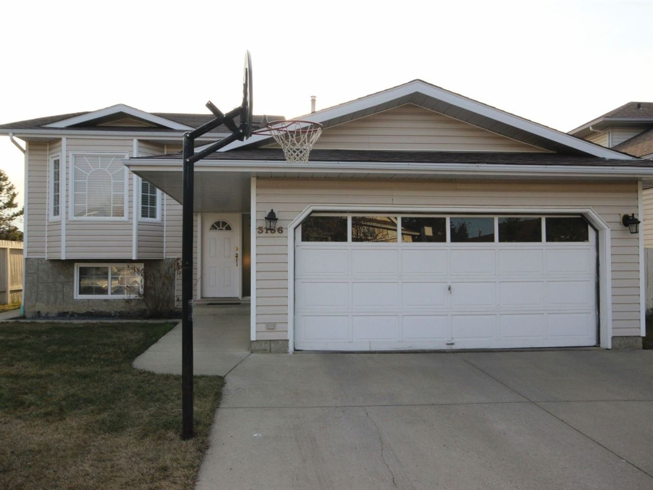 Main Photo: 3136 49A Street in Edmonton: Zone 29 House for sale : MLS(r) # E4061572