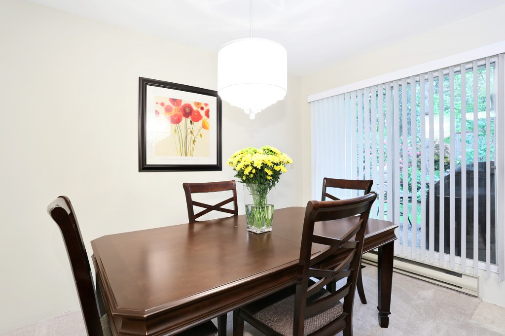 "Photo 5: 1 10050 154 Street in Surrey: Guildford Townhouse for sale in ""Woodland Grove"" (North Surrey)  : MLS® # R2169167"