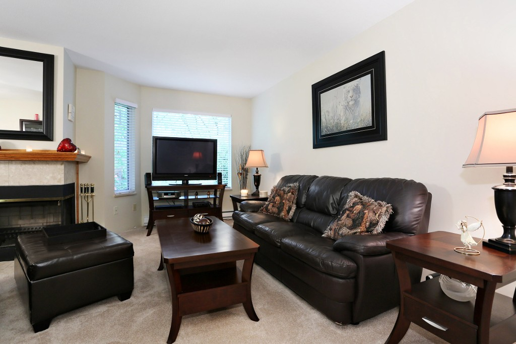 "Photo 2: 1 10050 154 Street in Surrey: Guildford Townhouse for sale in ""Woodland Grove"" (North Surrey)  : MLS(r) # R2169167"