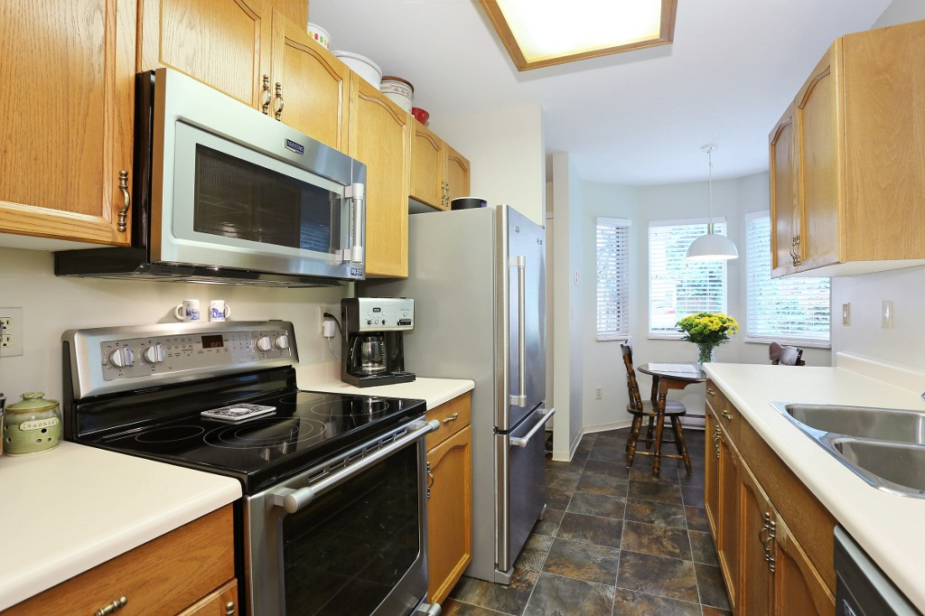 "Photo 6: 1 10050 154 Street in Surrey: Guildford Townhouse for sale in ""Woodland Grove"" (North Surrey)  : MLS(r) # R2169167"