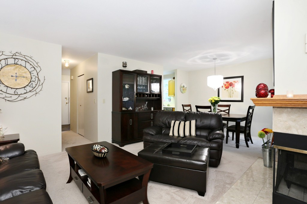 "Photo 4: 1 10050 154 Street in Surrey: Guildford Townhouse for sale in ""Woodland Grove"" (North Surrey)  : MLS(r) # R2169167"