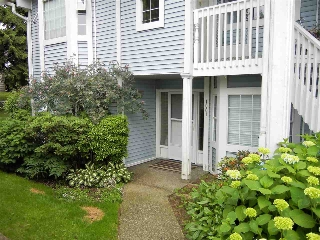 "Main Photo: 1001 9147 154 Street in Surrey: Fleetwood Tynehead Townhouse for sale in ""Lexington Square"" : MLS(r) # R2179578"