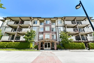"Main Photo: 102 10092 148 Street in Surrey: Guildford Condo for sale in ""Bloomsbury Court"" (North Surrey)  : MLS(r) # R2187301"