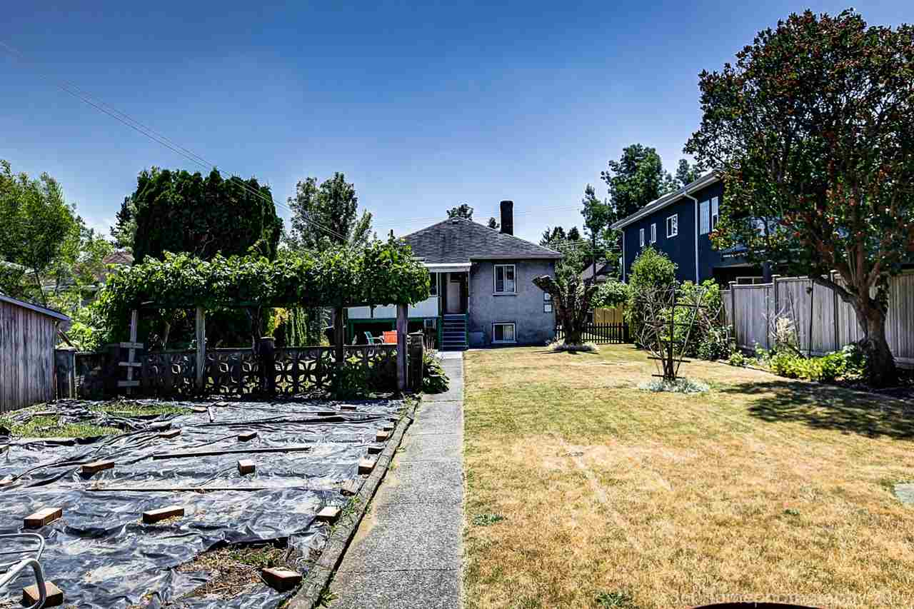 Photo 2: 941 E 54TH Avenue in Vancouver: South Vancouver House for sale (Vancouver East)  : MLS® # R2187879