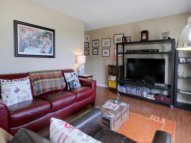 Photo 5: 9725 106 ST NW in Edmonton: Zone 12 Condo for sale