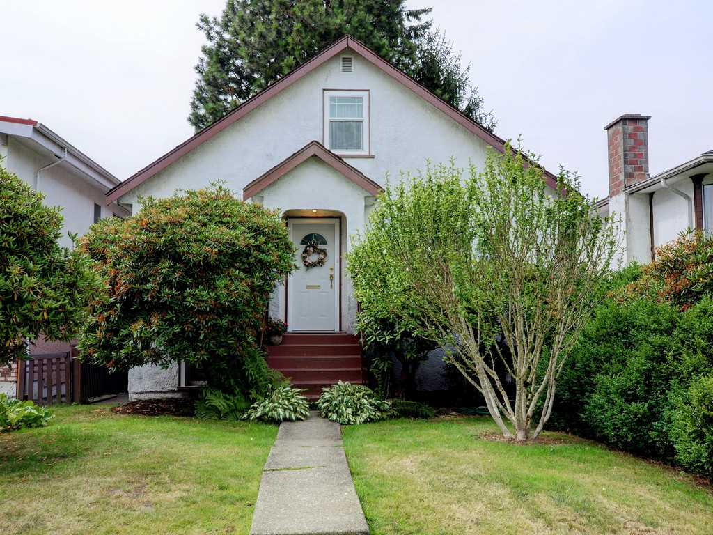 "Main Photo: 1886 E 51ST Avenue in Vancouver: Killarney VE House for sale in ""KILLARNEY"" (Vancouver East)  : MLS®# R2190606"