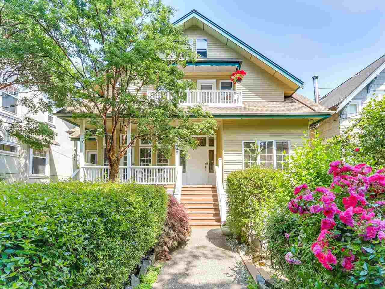 "Main Photo: 2735 W 6TH Avenue in Vancouver: Kitsilano Townhouse for sale in ""KITSILANO"" (Vancouver West)  : MLS® # R2190652"