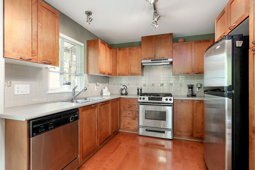 "Photo 7: 404 2958 WHISPER Way in Coquitlam: Westwood Plateau Condo for sale in ""SUMMERLIN"" : MLS® # R2195414"