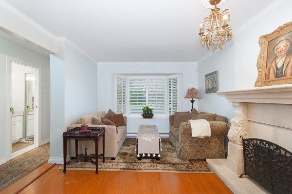 Photo 2: 2167 W 15TH Avenue in Vancouver: Kitsilano House 1/2 Duplex for sale (Vancouver West)  : MLS® # R2203885