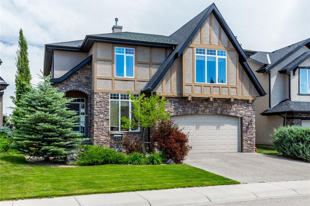 Main Photo: 214 VALLEY CREST Court NW in Calgary: Valley Ridge House for sale : MLS® # C4137606