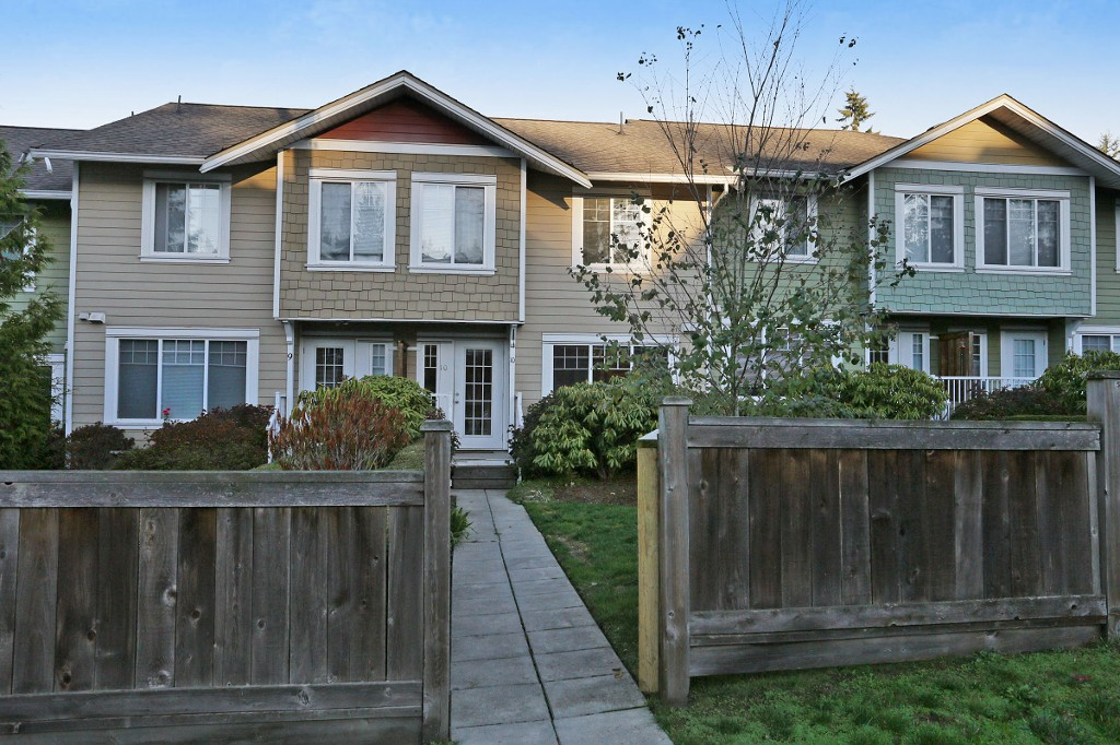 "Main Photo: 10 6110 138 Street in Surrey: Sullivan Station Townhouse for sale in ""Seneca Woods"" : MLS® # R2217347"