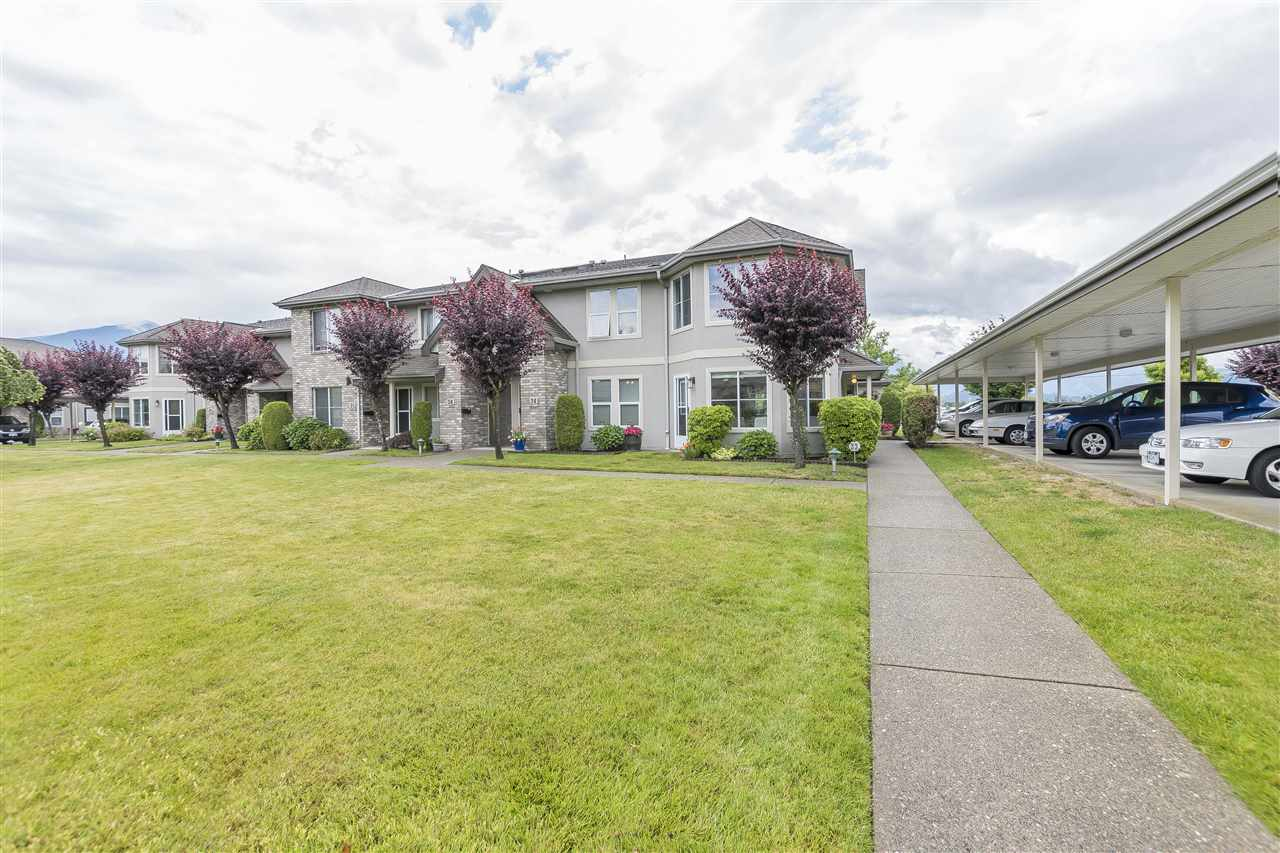 "Main Photo: 33 8533 BROADWAY Street in Chilliwack: Chilliwack E Young-Yale Townhouse for sale in ""Beacon Downes"" : MLS®# R2278835"