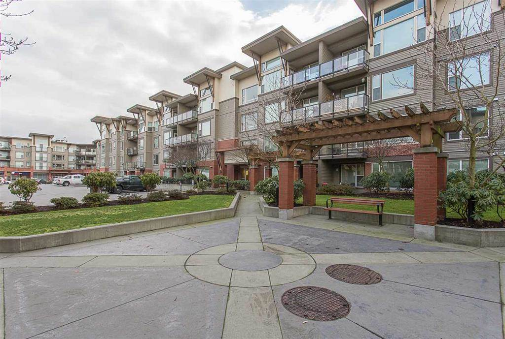 "Main Photo: 304 33539 HOLLAND Avenue in Abbotsford: Central Abbotsford Condo for sale in ""THE CROSSING"" : MLS®# R2295974"