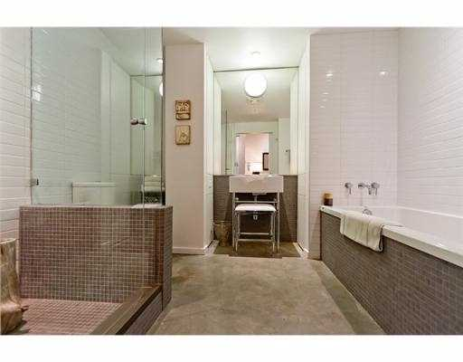 Photo 2: 104 388 W 1ST Avenue in Vancouver: False Creek Condo for sale (Vancouver West)  : MLS(r) # V979976