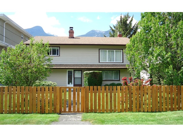 "Main Photo: 38055 FIFTH Avenue in Squamish: Downtown SQ House for sale in ""DOWNTOWN SQUAMISH"" : MLS®# V1124498"