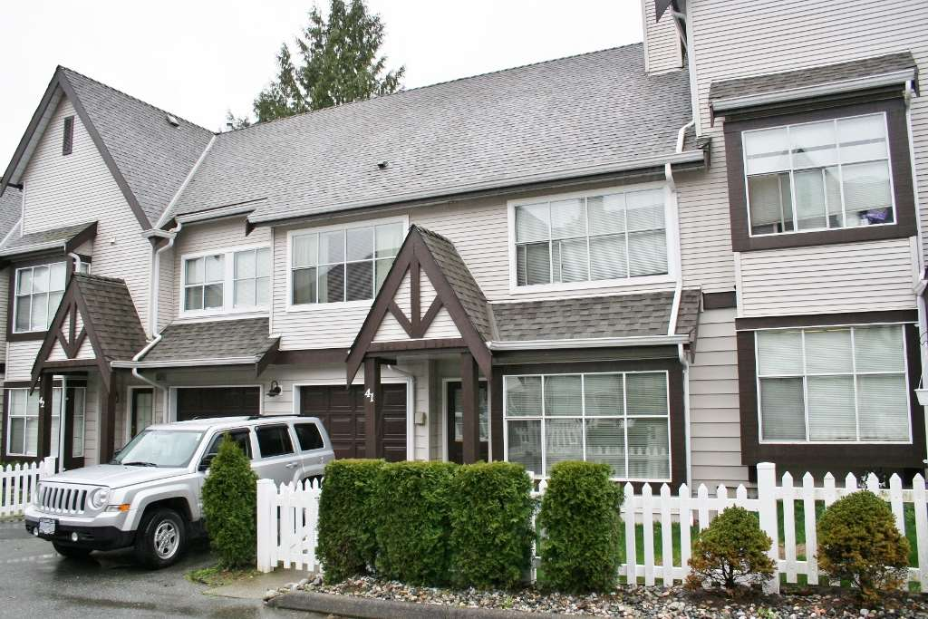"Main Photo: 41 12099 237 Street in Maple Ridge: East Central Townhouse for sale in ""Gabriola"" : MLS®# R2043316"