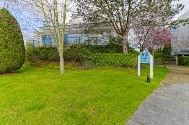 "Main Photo: 105 4733 W RIVER Road in Delta: Ladner Elementary Condo for sale in ""RIVER WEST"" (Ladner)  : MLS®# R2046869"
