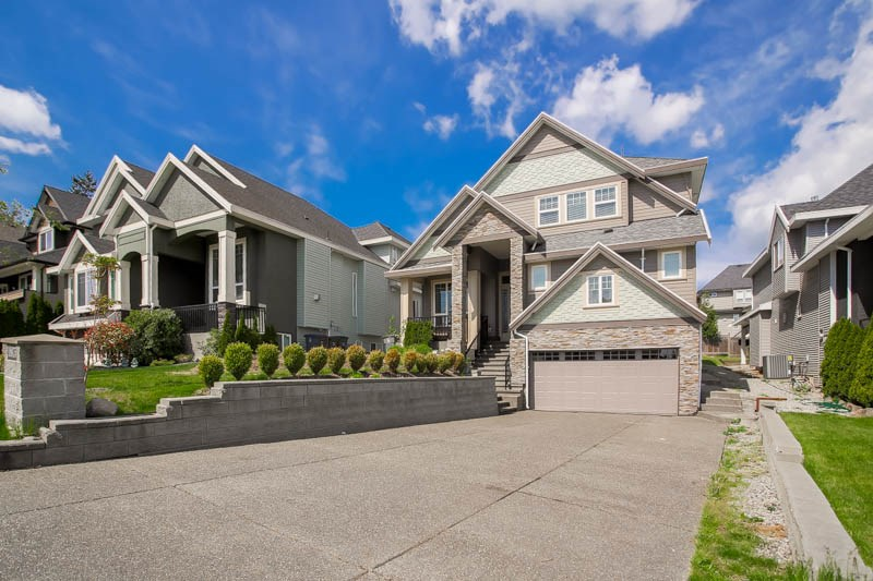 Main Photo: 18875 54 Avenue in Surrey: Cloverdale BC House for sale (Cloverdale)  : MLS® # R2062146