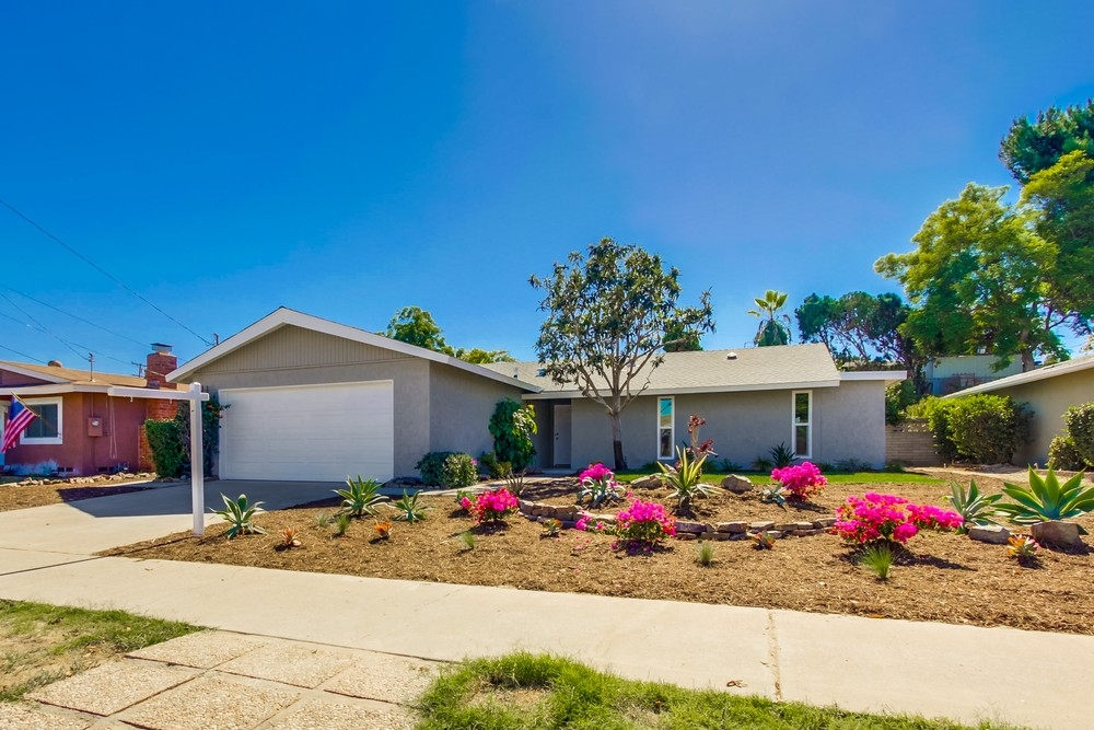 Main Photo: LEMON GROVE House for sale : 3 bedrooms : 1657 Watwood